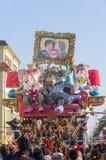 Viareggio,狂欢节前次游行2013年 库存图片