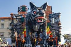 VIAREGGIO, ИТАЛИЯ - 19-ОЕ ФЕВРАЛЯ:   парад иносказательной колесницы Стоковое Изображение RF