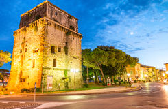 VIAREGGIO - AUGUSTI 20, 2015: Torer Matilde på natten Viareggio I Royaltyfri Bild