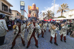 VIAREGGIO, ITALIA - 19 DE FEVEREIRO: povos que dançam durante os para Fotos de Stock
