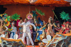 VIAREGGIO, ITALIA - 17 de febrero de 2013 - desfile de la demostración del carnaval en la calle de la ciudad Fotos de archivo