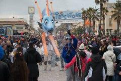 VIAREGGIO, ITALIA - 17 febbraio 2013 - parata di manifestazione di carnevale sulla via della città Immagini Stock Libere da Diritti
