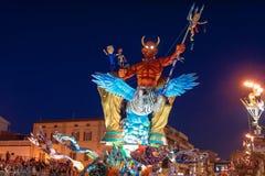 VIAREGGIO, ITALIEN - 20. FEBRUAR:   allegorisches Floss des Fußballs Stockbilder