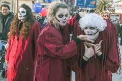 VIAREGGIO ITALIEN - FEBRUARI 19: maskerad person under parana Fotografering för Bildbyråer