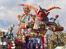 VIAREGGIO ITALIEN - FEBRUARI 23:   allegorical flöte på Viareggio Royaltyfri Bild
