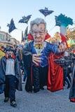 VIAREGGIO ITALIEN - FEBRUARI 19:  allegorical maskering om italienare Arkivfoto