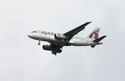 Vias aéreas Airbus A319 de Qatar Fotos de Stock Royalty Free
