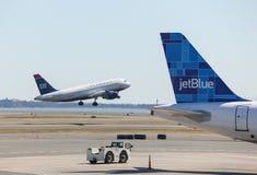 Vias aéreas Airbus A319 dos E.U. em Logan fotos de stock