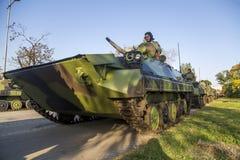 Viaturas de combate da infantaria das forças armadas sérvios Fotos de Stock Royalty Free