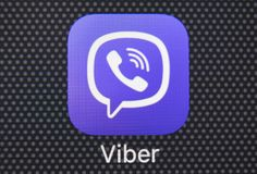 Viber-Anwendungsikone auf Apple-iPhone 8 Smartphone-Schirmnahaufnahme Viber APP-Ikone Viber ist populäres on-line-Soziales Netz Stockfotografie