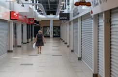 VIBORG, DÄNEMARK - 14. AUGUST 2016: Eine nicht identifizierte Frau walkin Lizenzfreies Stockbild