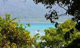 Vibrações da ilha na praia em Tailândia foto de stock royalty free