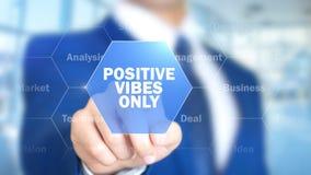 Vibrações positivas somente, homem que trabalha na relação holográfica, tela visual Imagem de Stock