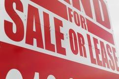 Vibrante per il segno del contratto d'affitto o di vendita - primo piano Immagini Stock