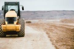 Vibratory industriellt maskineri för tandem rulle på vägkonstruktionsplats Royaltyfri Foto