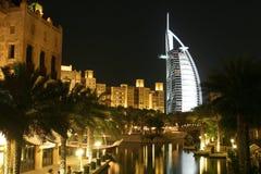 vibrerande arabisk burj för al Arkivbilder