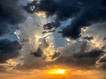 Vibrerande himmel med moln Royaltyfria Foton