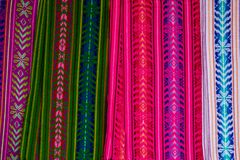 Vibrerande kulör torkduk från marknaderna av Mexiko och Guatemala royaltyfri bild