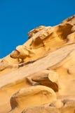 Vibrerande orange sandsten som eroderas in i abstrakt begrepp, formar i Cypern Royaltyfria Foton