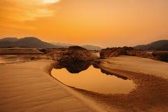 vibrerande röd solnedgång för färgliggande Arkivfoto