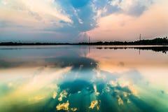 vibrerande röd solnedgång för färgliggande Arkivbilder
