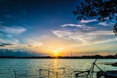 vibrerande röd solnedgång för färgliggande Arkivfoton