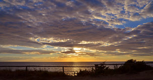 vibrerande röd solnedgång för färgliggande Royaltyfri Fotografi