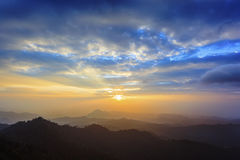 vibrerande röd solnedgång för färgliggande Royaltyfria Bilder