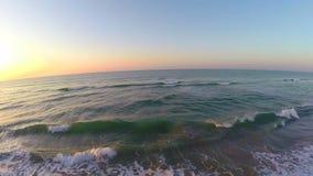 Vibrerande soluppgång över strandantennen lager videofilmer
