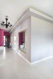 Vibrerande stuga - korridor royaltyfria foton
