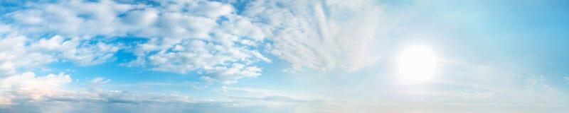 Vibrierende Farbpanoramischer Himmel Stockfotografie