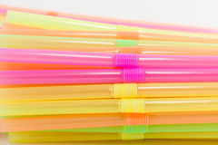 Vibrierende Farbtrinkhalm-Plastikart Stockfotografie