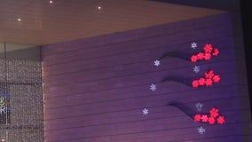 Vibrierende Lichter dekorativ durch Weihnachten stock footage
