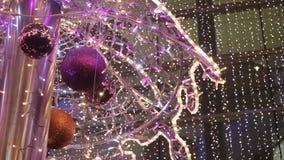 Vibrierende Lichter dekorativ durch Weihnachten stock video footage
