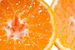 Vibrierende saftige orange Tangerinefrucht halber whithout Grubenmakroabschluß oben Lizenzfreie Stockfotografie