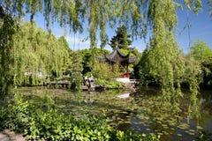 Vibrierender chinesischer Garten Stockfotografie