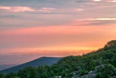 Vibrierender Sonnenaufgang lizenzfreie stockbilder