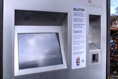 Viby Torv, Midttrafik billetautomat endelig i drift - DSC_1346_Balanced Stock Photos