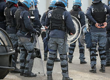 Vicence, VI, Italie - 28 janvier 2017 : La police italienne s'ameute le peloton Images stock