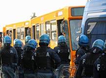 Vicence, VI, Italie - 28 janvier 2017 : La police italienne s'ameute le peloton Images libres de droits