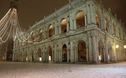 Vicenza City i Italien den huvudsakliga fyrkanten med tornet kallade Torre Bi Royaltyfri Bild