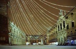 Vicenza i Italien vid natt den huvudsakliga fyrkanten kallade Piazza deiSig Royaltyfria Foton