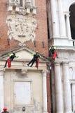 Vicenza, Italia - 4 dicembre 2015: Th coraggioso di salita dei pompieri Immagini Stock