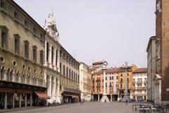 Vicenza, Italia, quadrato principale piacevole vicino alla torre di orologio Fotografia Stock