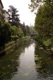 Vicenza Italy met Rivier geroepen Retrone Stock Foto's