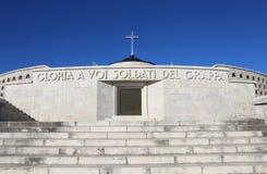 Vicenza, VI, Italia - 8 de diciembre de 2015: Monumento de guerra de la primera guerra Fotografía de archivo