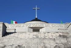 Vicenza, VI, Italia - 8 de diciembre de 2015: Monumento de guerra de la primera guerra Imágenes de archivo libres de regalías