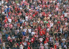 VICENZA VI, ITALIEN - april 06 fläktar under en fotbolllek i Royaltyfri Foto