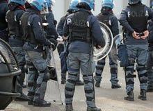 Vicenza VI, Italien - Januari 28, 2017: Den italienska polisen ställer till upplopp truppen Arkivbilder