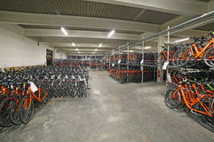 Vicenza VI, Italien - Januari 1st, 2017: enormt lager med thouen Royaltyfri Fotografi